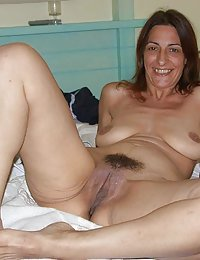 mature wife masterbates hairy cunt