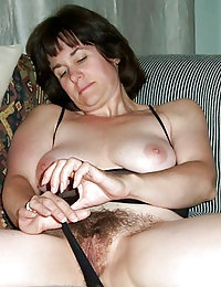 amateur wife with neat hairy pussy